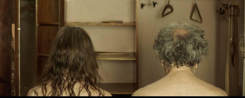 Sandra Sandrini e Alejo Mango em 'La Cama'
