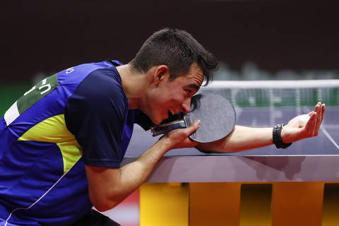 (190425) -- BUDAPEST, April 25, 2019 (Xinhua) -- Hugo Calderano of Brazil competes during the men's singles round of 16 match between Hugo Calderano of Brazil and Ma Long of China at 2019 ITTF World Table Tennis Championships in Budapest, Hungary on April 25, 2019. (Xinhua/Han Yan)