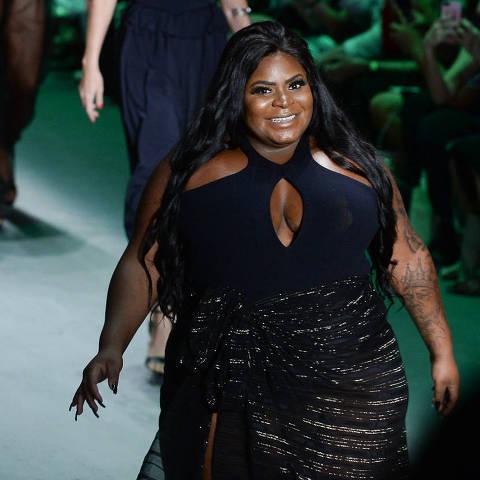 Jojo Todynho desfila para Dona de Si, marca da atriz Suzana Pires, que fez uma coleção de body em parceria com Amir Slama