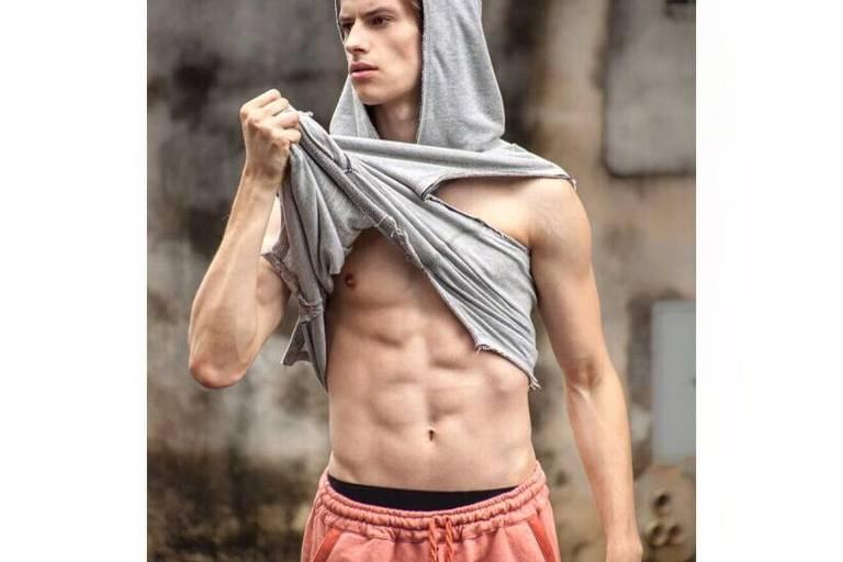 Eduardo Rosa deixou o futebol para se dedicar à carreira de modelo