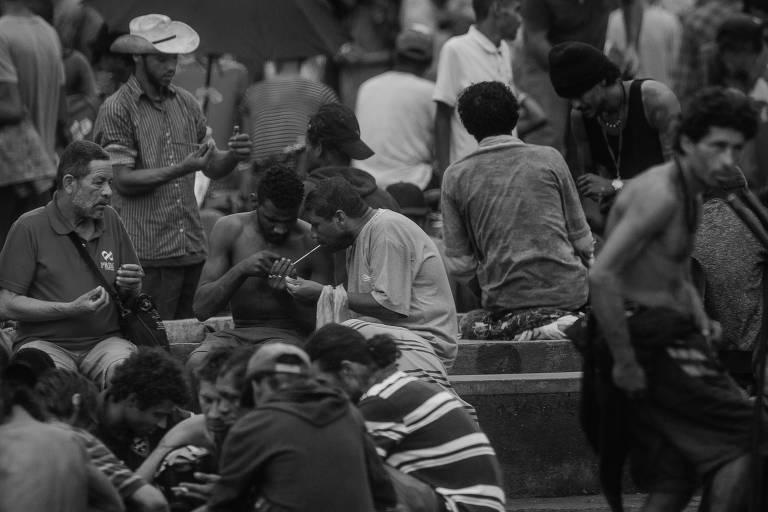 Aglomeração de pessoas na região conhecida como cracolândia, no centro paulistano