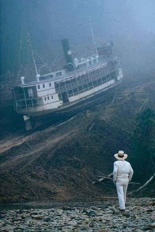 """Cena do filme """"Fitzcarraldo"""", de Werner Herzog, com o ator Klaus Kinski"""