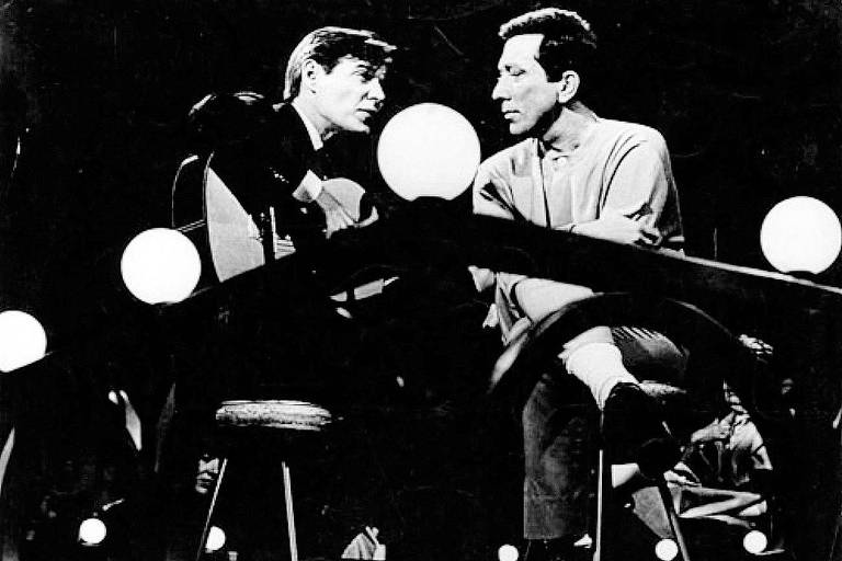 Tom Jobim e o cantor Andy Williams no programa 'The Andy Williams Show', em 1964; vídeo agora está no YouTube