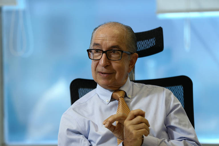 Secretario da Receita Federal, Marcos Cintra, durante entrevista em seu gabinete em Brasilia