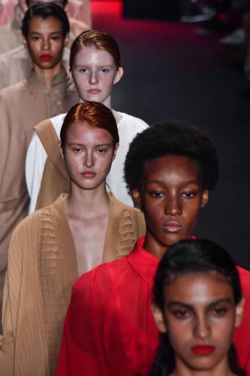 Modelos apresentam coleção da Neriage na São Paulo Fashion Week, em abril de 2019
