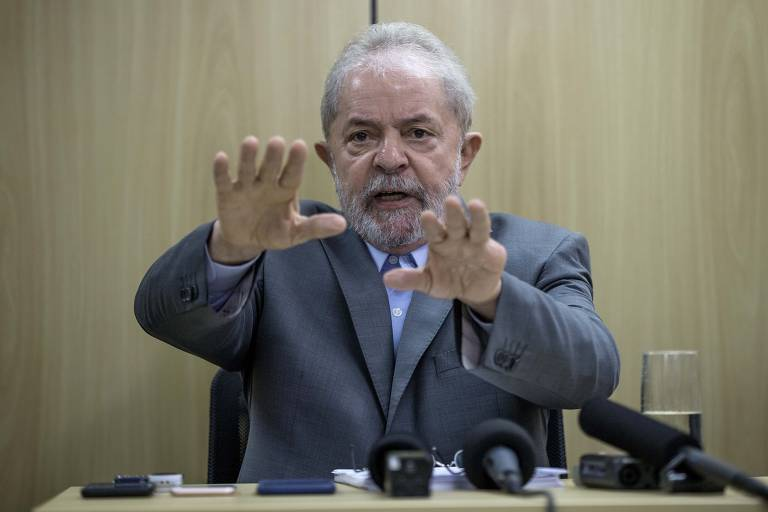 O ex-presidente Lula, em entrevista na Policia Federal em Curitiba, onde está preso