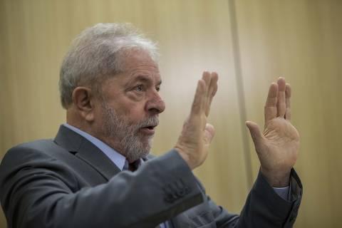 PODER -  CURITIBA - SP -26/04/2019 - o Presidente Lula concede sua primeira entrevista depois que foi preso ha um ano na Superintendencia da Policia Federal aos jornalistas Monica Bergamo, da Folha, e Florestan Fernandes, do El Pais. Foto Marlene Bergamo/Folhapress - 017 - SELENE 571109