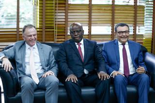 Ex-ministro do STF Joaquim Barbosa participa de reunião com políticos do PSB, no DF