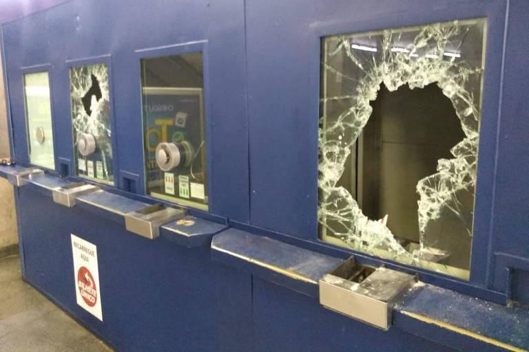 Estação Sé é destruída após confronto