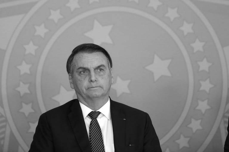 Jair Bolsonaro durante cerimônia de assinatura de decreto que põe fim ao horário de verão