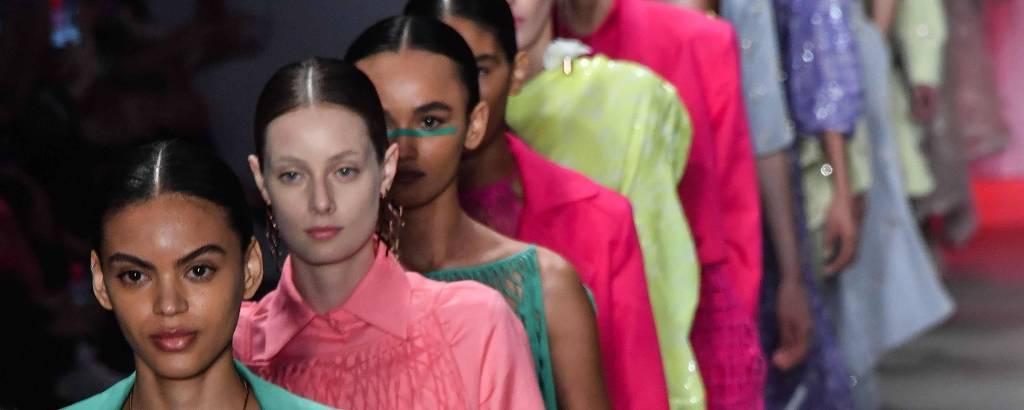 Modelos desfilam coleção da Apartamento 03 durante a São Paulo Fashion Week, em abril de 2019