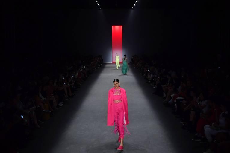Modelo desfila coleção da Apartamento 03 na São Paulo Fashion Week, em abril de 2019