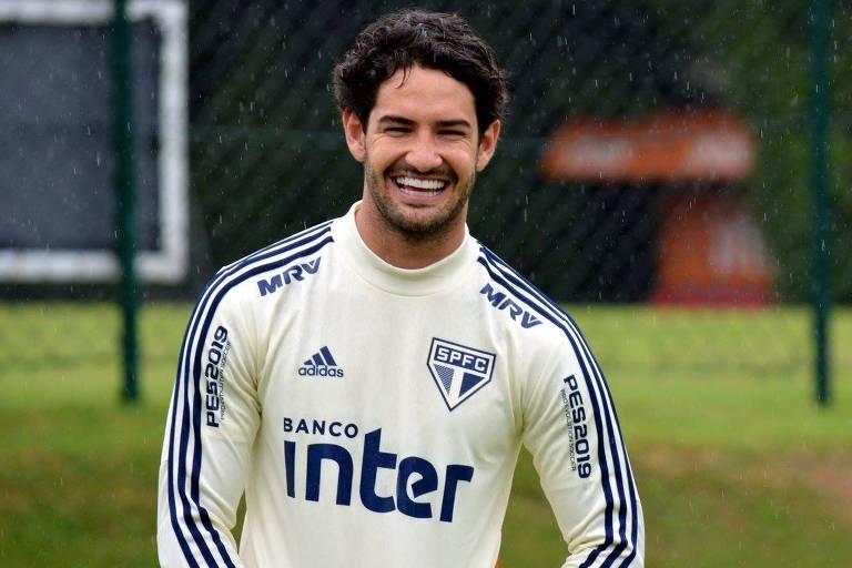 Alexandre Pato em treino no CT da Barra funda; o atacante reestreia no comando de ataque do Tricolor