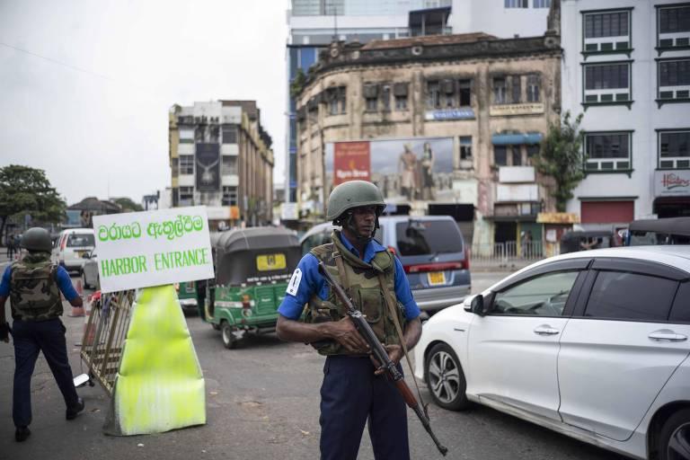 Soldado sengalês guarda área em Colombo, após série de ataques na Páscoa no país