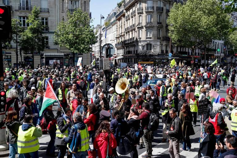 """Manifestantes """"coletes amarelos"""" realizam ato neste sábado (27), em Paris"""