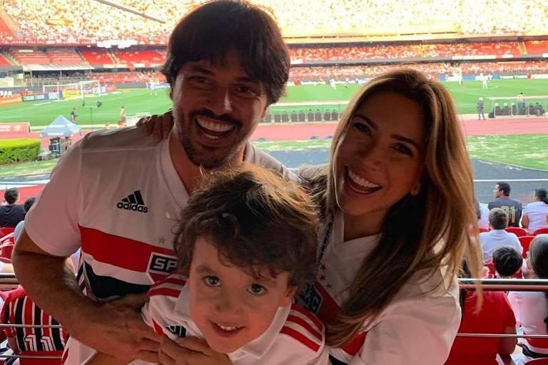 Patricia Abravanel e Fábio Faria no estádio do SPFC