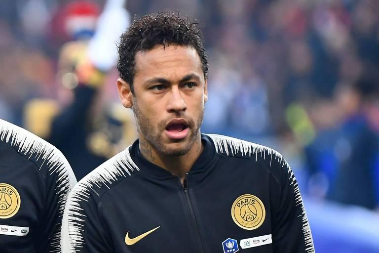 O garoto Neymar, de 27 anos, subiu nas tamancas, ficou possesso com uma provocação de um torcedor rival e o agrediu sem cerimônias