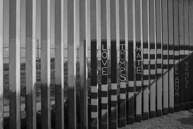 Detalhes do muro que marca a fronteira entre as cidades de Tijuana, no México, e de San Diego, nos Estados Unidos
