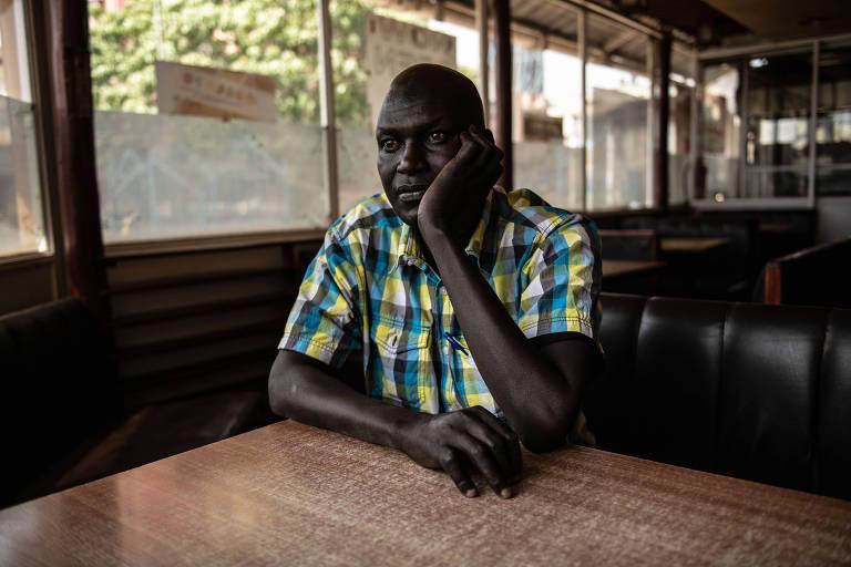 Robert Cheruiyot, quatro vezes vencedor da Maratona de Boston, em um café de Eldoret