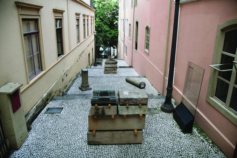 Instalações debatem memória e esquecimento no espaço público