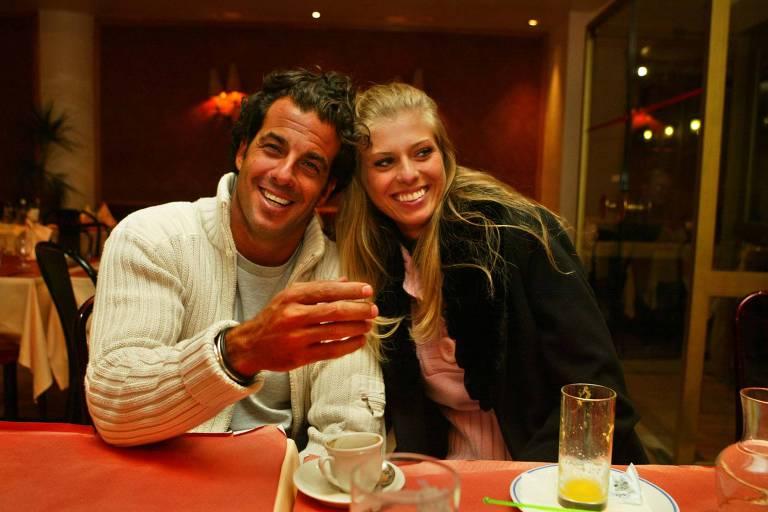 Alvaro Garnero e Caroline Bittencourt, na França, em 2005. Ela foi convidada a se retirar do casamento de Ronaldo e a modelo Daniela Ciccarelli