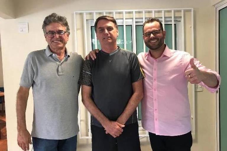 O empresário Jorge Seif (cinza), o presidente Jair Bolsonaro, e Jorge Seif Júnior, secretário da Aquicultura e Pesca