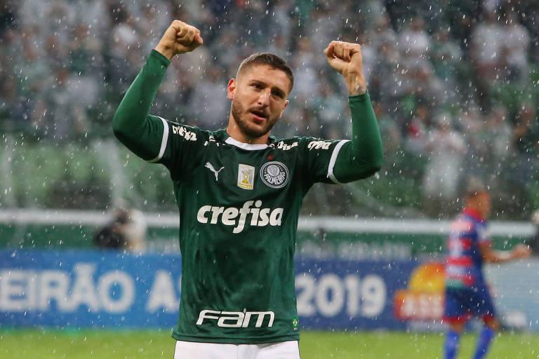 O jogador Zé Rafael, do Palmeiras, comemora gol contra o Fortaleza, em jogo pelo Campeonato Brasileiro