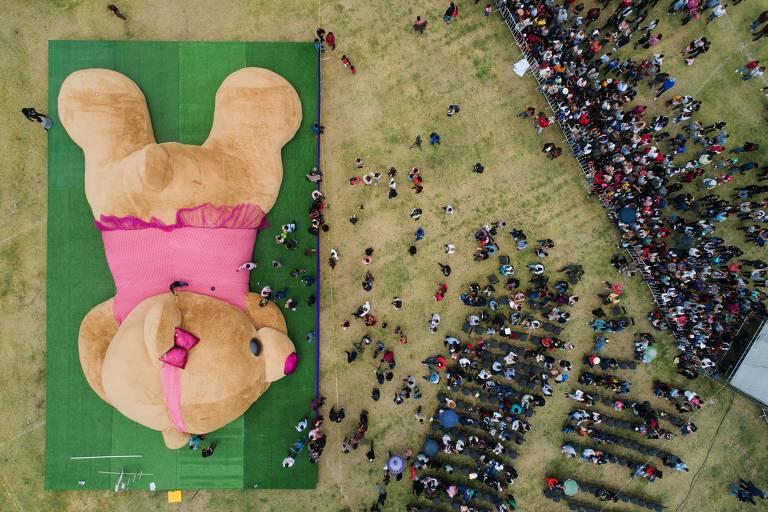 México apresenta maior urso de pelúcia do mundo