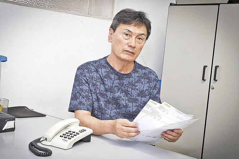 Mario Katayama reclama da linha da Vivo que não funciona há três meses