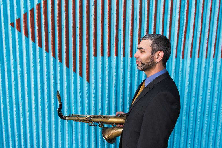 FELIPE SALLES - Um dos vencedores da bolsa Guggenheim em 2018, músico brasileiro radicado nos EUA estreia The New Immigrant Experience, obra baseada na trajetória de jovens imigrantes