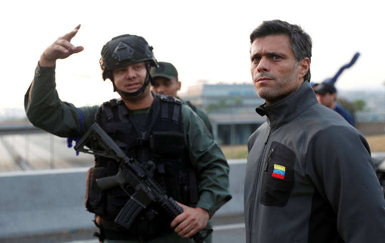 O líder opositor Leopoldo López, perto da base aérea La Carlota, em Caracas