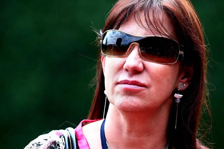 De óculos escuros, Rosemary Noronha, ex-assessora do presidente Lula