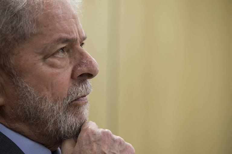 O ex-presidente Lula concede entrevista exclusiva à Folha e ao jornal El País, na sede da Polícia Federal, em Curitiba