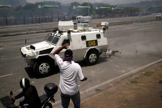 Opposition demonstration near the Generalisimo Francisco de Miranda Airbase