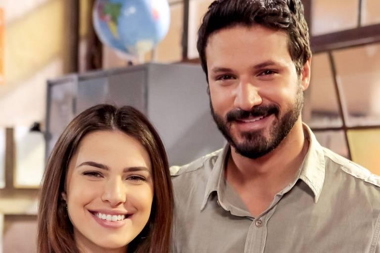 """Luísa e Marcelo namoram em segredo em """"As Aventuras de Poliana"""""""
