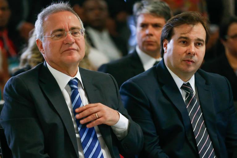 Renan Calheiros (MDB), então presidente do Senado, e o presidente da Câmara, Rodrigo Maia (DEM), à direita, em cerimônia no Congresso em 2016
