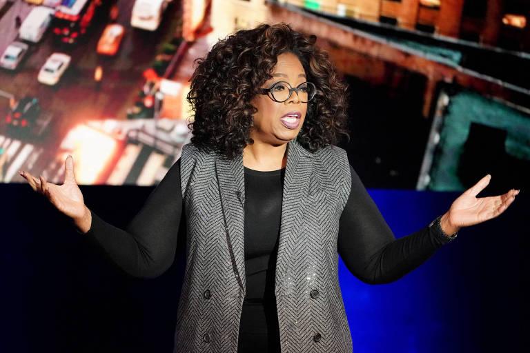 Oprah Winfrey fala com público em programa de TV