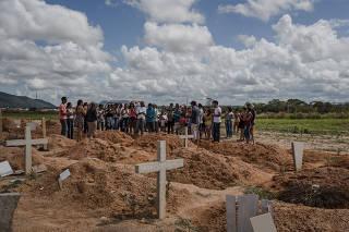 Enterro no Pará após dez mortos em conflito agrário no município de Pau d'Arco