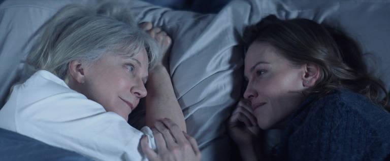 Blythe Danner (Ruth) e Hilary Swank (Bridget) em cena de 'Tudo o que Tivemos'