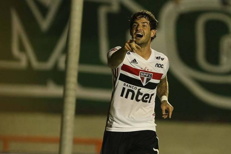 Alexandre Pato comemora seu primeiro gol no retorno ao São Paulo