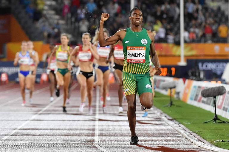 Caster Semenya comemora conquista da medalha de ouro na final dos 1.500 m nos Jogos do Commonwealth, em 2018