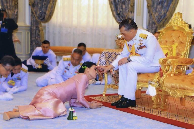 Fotos da Casa Real tailandesa mostram o casamento do rei Maha Vajiralongkorn com a rainha Suthida em Bagcoc