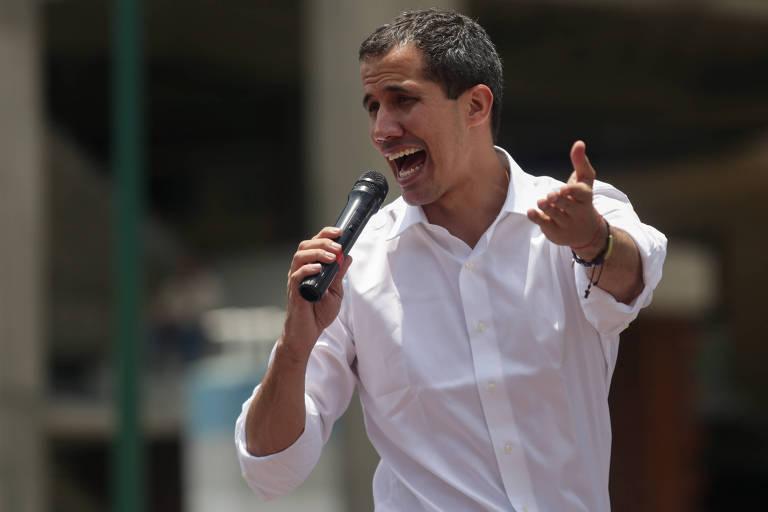 O líder opositor Juan Guaidó discursa durante comício no Dia do Trabalhador, em Caracas