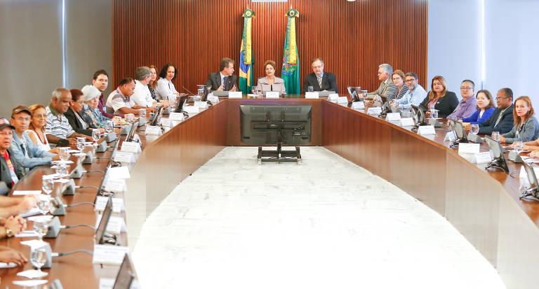 Então presidente, Dilma Rousseff participa de reunião do Conselho Nacional de Saúde, o primeiro colegiado do tipo criado no Brasil, em 1937