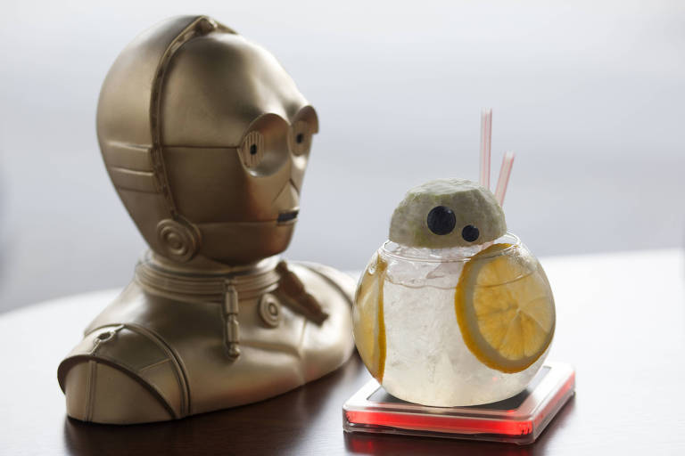Drinque do bar Gibi Cultura Geek imita o robô BB-8, de 'Star Wars'