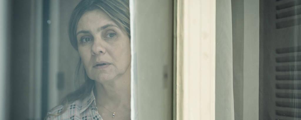 Adriana Esteves em cena da série