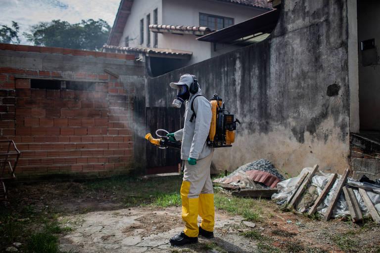 Em plena crise da dengue, fumacê é interrompido