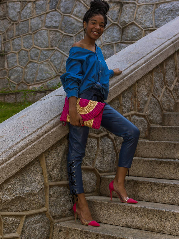 A estudante Hemili Thamires de Jesus, 17, adapta as tendências de moda ao seu estilo