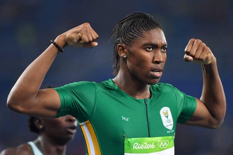 A sul-africana Caster Semenya comemora a conquista do bicampeonato olímpico dos 800 m rasos, nos Jogos do Rio de Janeiro-2016