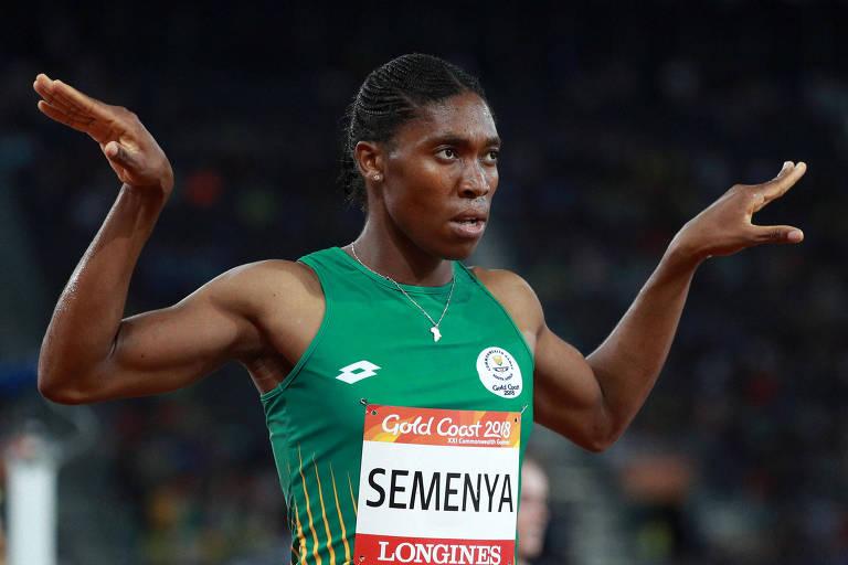 A atleta Caster Semenya comemora a medalha de ouro nos 1500m nos Commonwealth Games de 2018